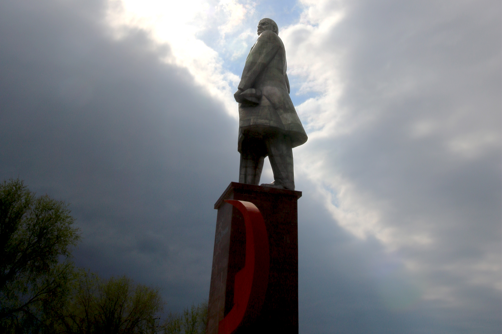 Lenin sculpture in Khujent